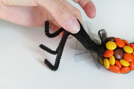 Как сделать сладких пауков на Хэллоуин?