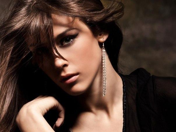 красивая девушка с роскошными волосами