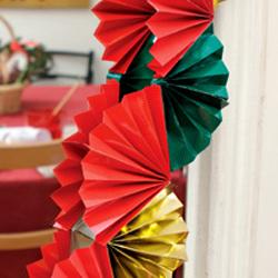 Как сделать бумажные новогодние гирлянды для детей?