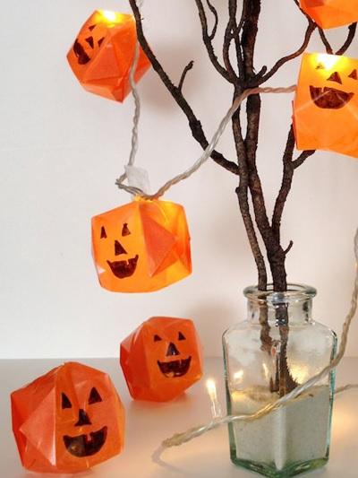 Как страшно подсветить комнату на Хэллоуин