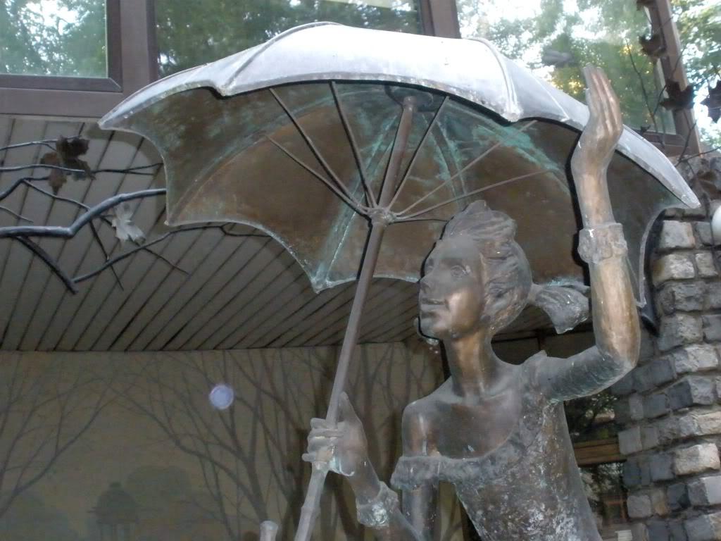 интересные дворики с литературными скульптурами