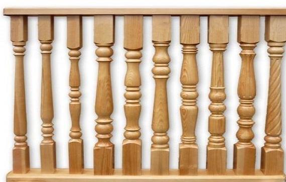 необходимо взять 1 или 2 фигурные детали – резного дерева: фигурные деревянные ножки от стола или аналогичной формы детали от перил, ограждений, задников от кровати и т. д.
