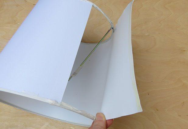 С покупного или старого плафона снимаем всю верхнюю часть полностью, оставляя только металлический каркас