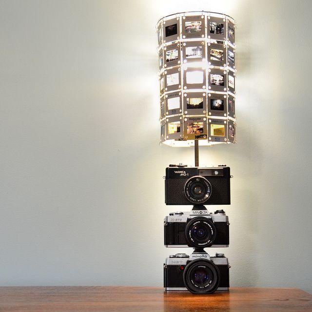 Абажюр из слайдов, ножка лампы выполнена из старых пленочных фотоаппаратов
