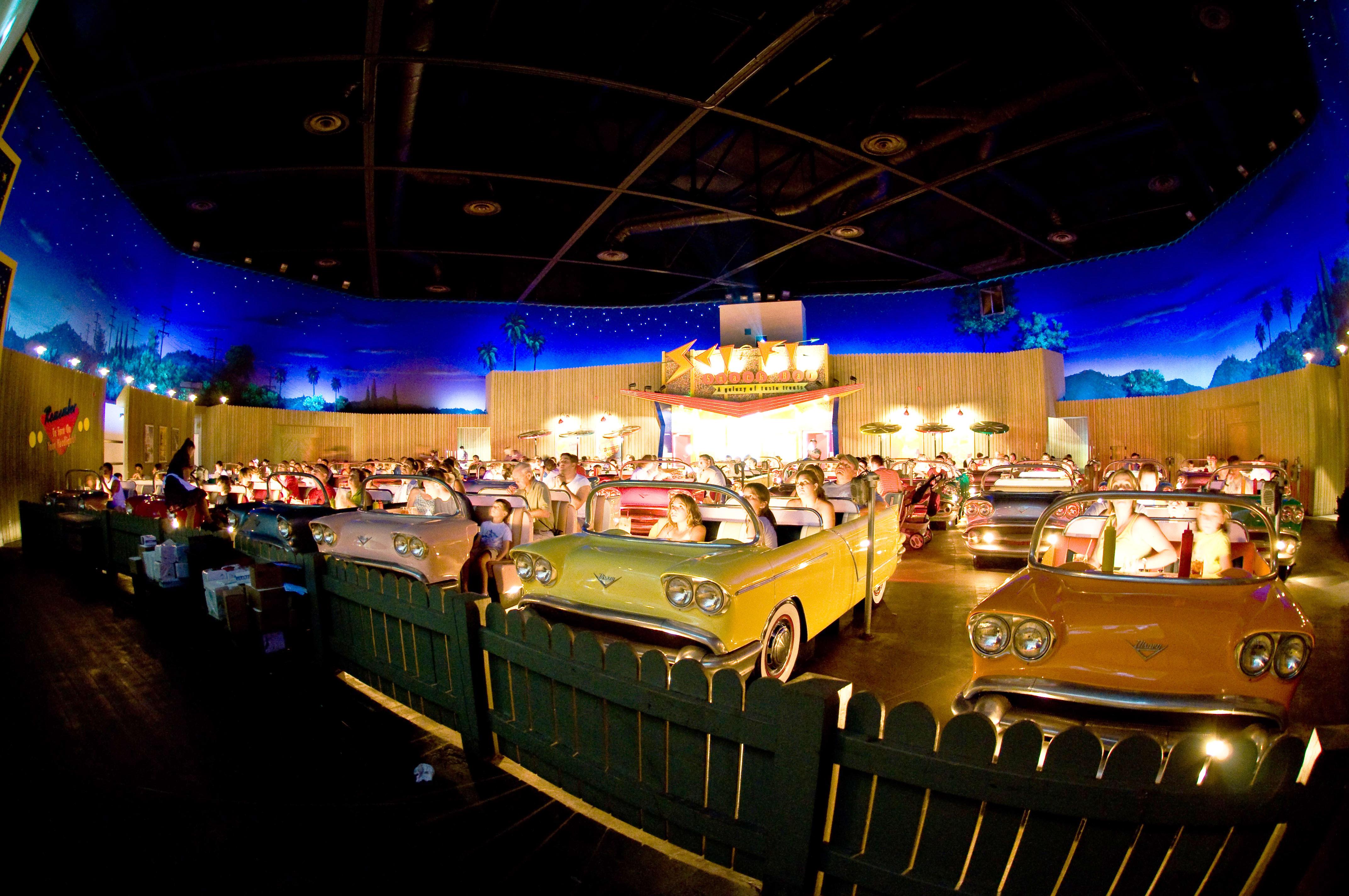 Sci-fi кинотеатр-ресторан, Студия Дисней в Голливуде, США