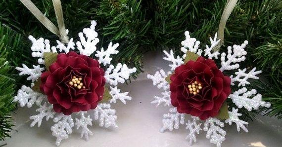 Украсить копеечные покупные пластиковые снежинки