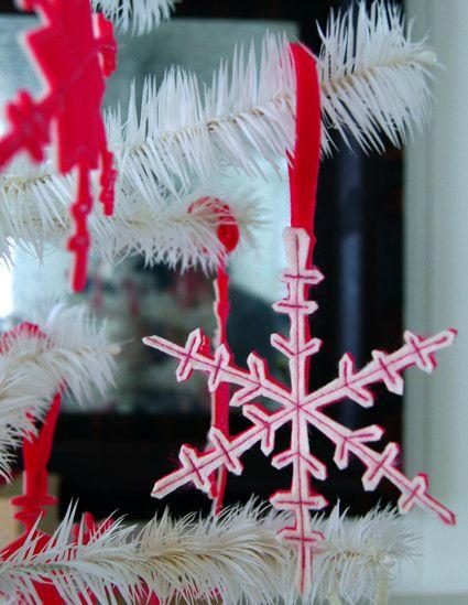 Снежинки из пеноматериала