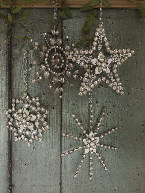 Снежинки из бусин и проволоки