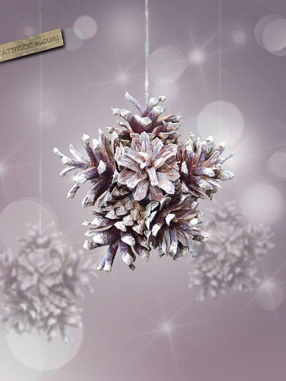 3D снежинки из отбеленных или покрашенных шишек