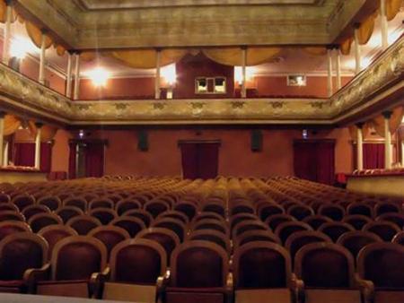 Как устроиться на работу в театр актером?