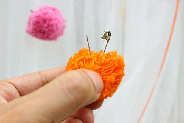 Пришейте, приклейте или посадите на безопасные (английские булавки) на шторку искусственные цветы, козявок (бабочек, божьих коровок и прочих симпатичных представителей микромира) и помпоны