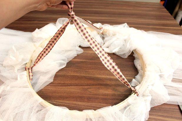 сделайте крепление для подвешивания балдахина на ветку
