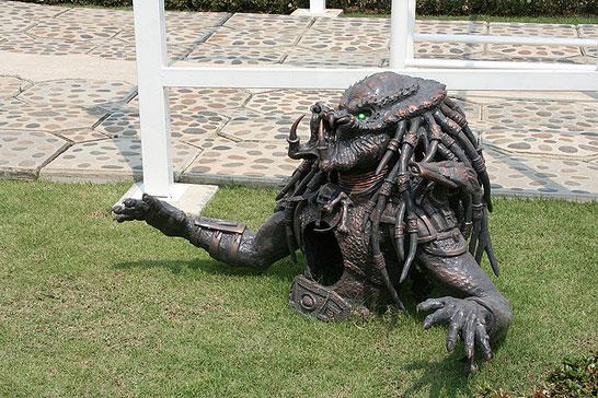 Хищник, вылезающий из-под земли - таиландский «райский» Белый Храм (Wat Rong Khun)