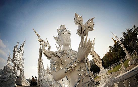 таиландский «райский» Белый Храм (Wat Rong Khun) - буддийские ангелы