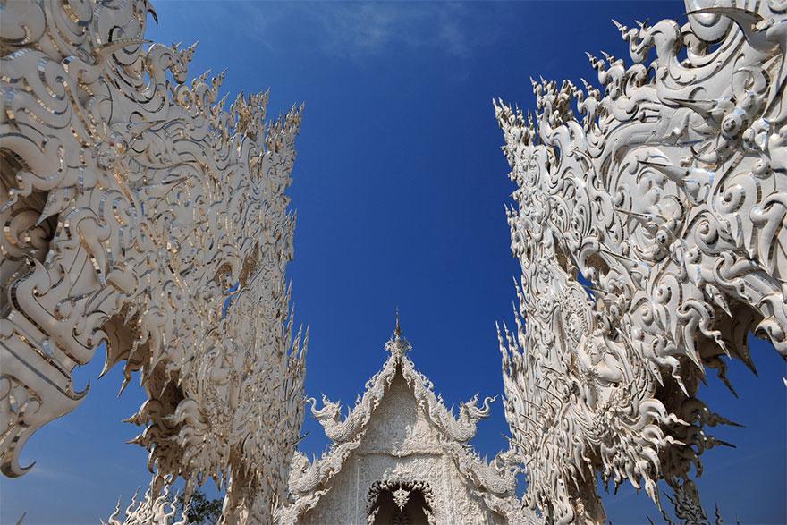 таиландский «райский» Белый Храм (Wat Rong Khun) великолепие моста