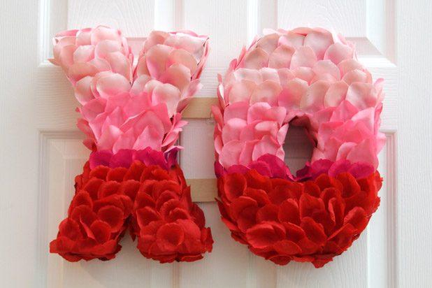 Как сделать объемные фигурки и буквы из лепестков цветов на День святого Валентина или свадьбу