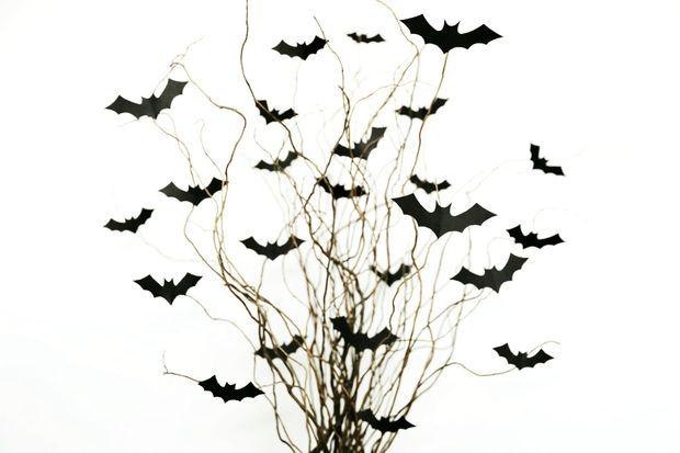 Как украсить дом на Хэллоуин: букет летучих мышей