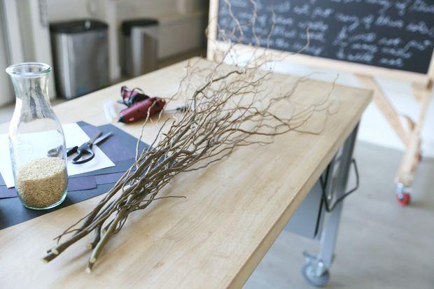 Как украсить дом на Хэллоуин: букет летучих мышей - ветки ивы кудрявой