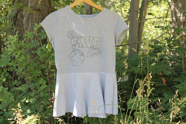 Как украсить слишком скучную футболку: шьем баску своими руками