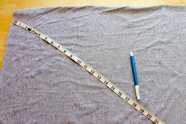 Итоговое число отмерьте от верхнего левого угла разложенного прямоугольника, рисуя пунктирную окружность.