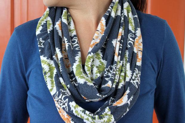 сшить «бесконечный» летний  шарфик из платья или юбки