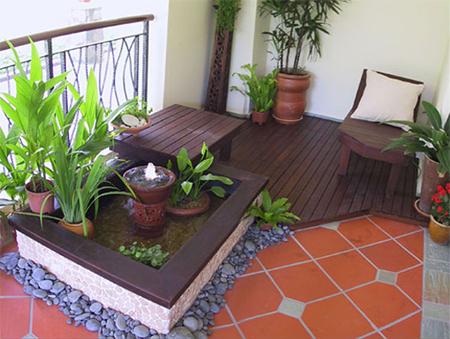 Можно на балконе поместить небольшой комнатный фонтан, шум воды поможет расслабиться, придаст ощущение природы и свежести