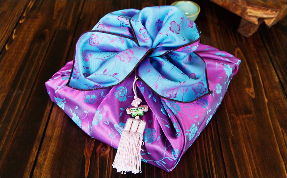 Роскошный цветок из платка боджаги - шикарная упаковка подарков в ткань своими руками