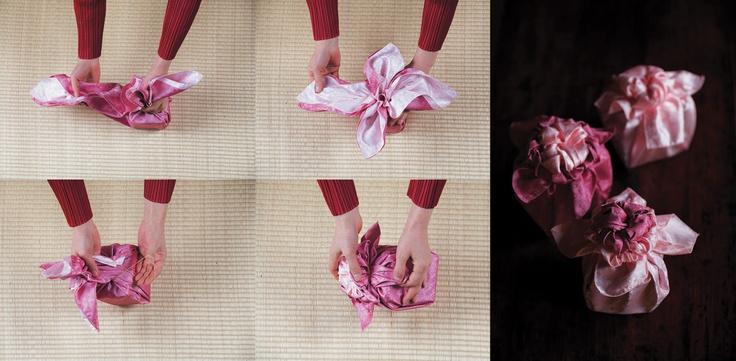 Вариация на ту же тему, только использованы 2 платка боджаги, а в результате мы имеем цветок с сердцевиной другого цвета