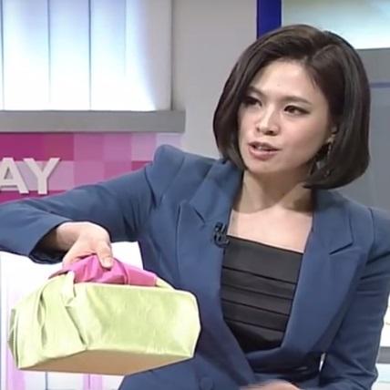 упаковка подарка в салфетку боджаги своими руками - подарок с ручкой