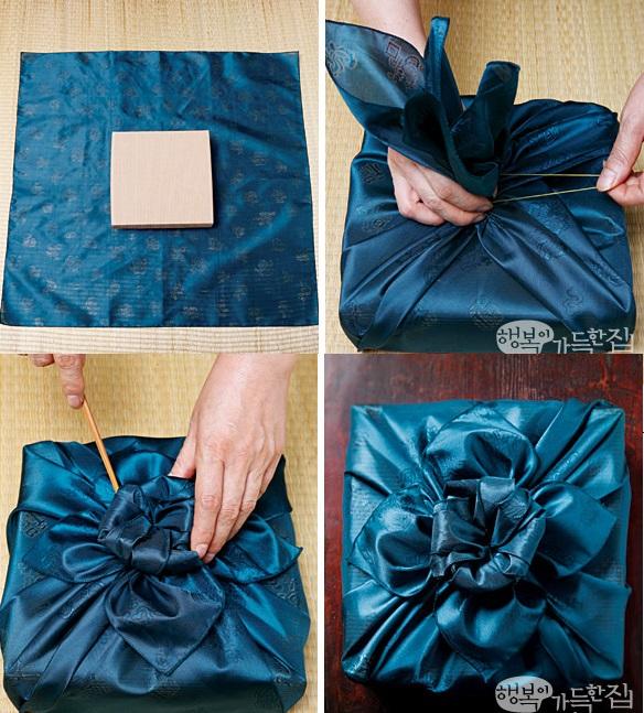 Вот такой цветок из платка боджаги больше подходит для упаковки квадратных подарков в коробках