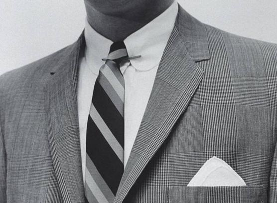 современная верхняя булавка для галстука как грамотно носить мужские аксессуары к костюму