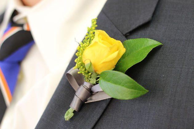 Как своими руками сделать бутоньерку (на свадьбу, выпускной бал и пр.)