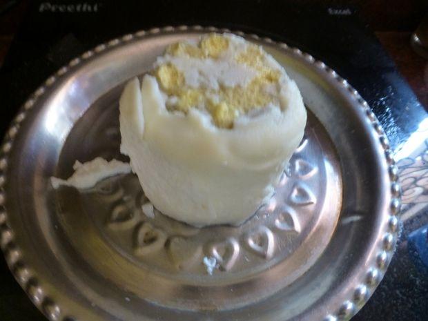 формовое яйцо с фигурным желтком внутри, сделанное из нескольких яиц