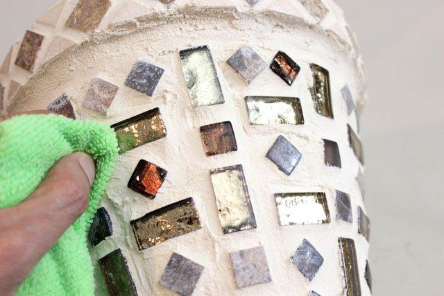 после высыхания цемента полируем плитку - отмывает полностью от остатков и разводов цемента