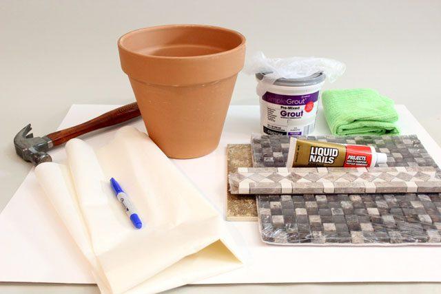 Исходные материалы для цветочного горшка в стиле Гауди с мозаикой своими руками