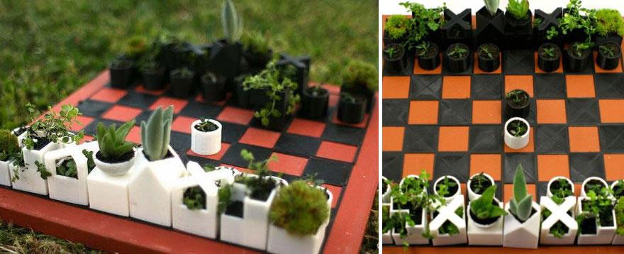 Целый шахматный набор (с доской) в виде горшочков для мини-растений. Также XYZWorkshop.