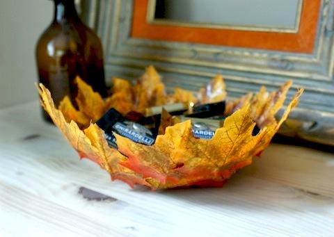 Как создать осеннее настроение в интерьере: делаем чаши под ключи и мелочь из осенних «листьев»