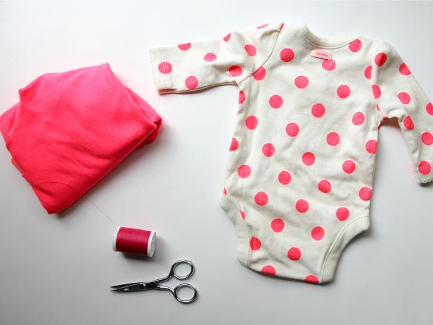Как украсить детскую распашонку или боди: 6 простых способов