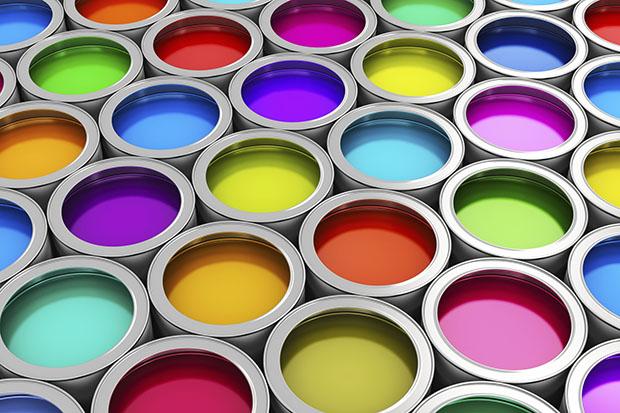 открытые банки с разноцветной краской
