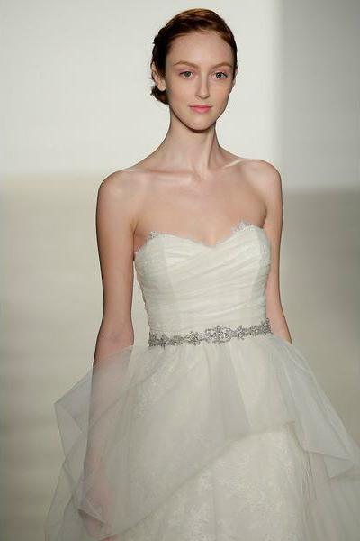 свадебная мода 2014: пояса, кружево, бусины