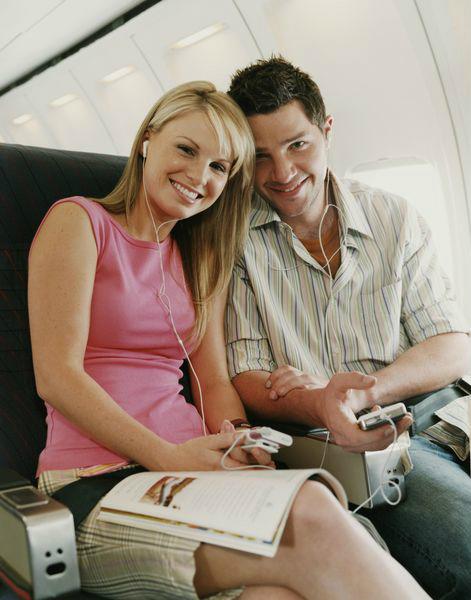 электронные устройства в самолете - наушники