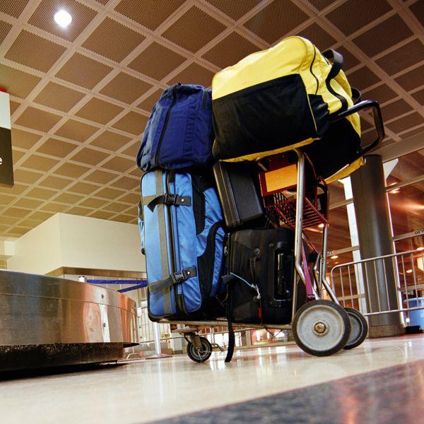 Рюкзачищи, сумищи и чемоданищи в аэропорту