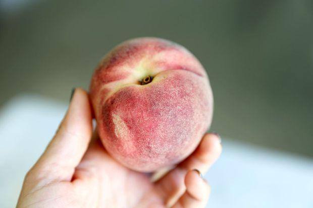 Как проще всего очистить персики от кожи
