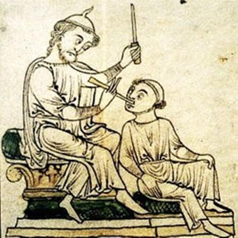 лечение зубов в древности