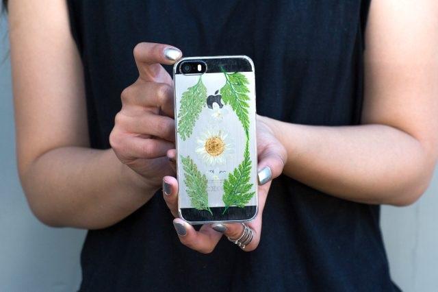 Можно надевать новый стильный кейс на смартфон