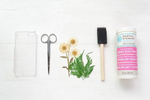 Как украсить чехол для смартфона: декупаж с настоящими засушенными цветами - исходные материалы
