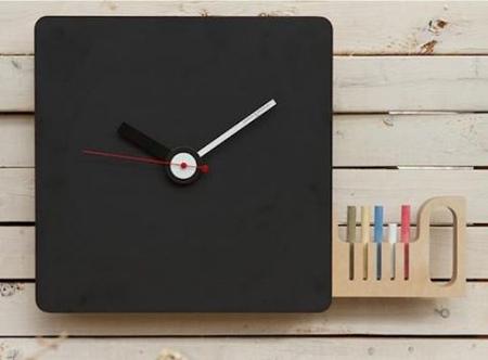 Не менее интересный вариант – часы с таким покрытием