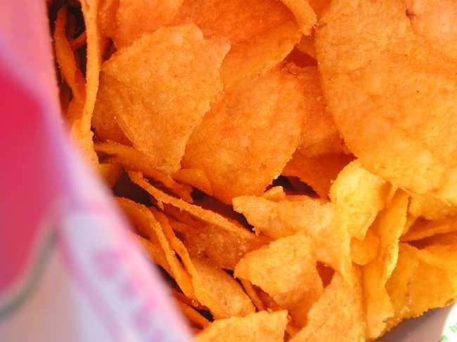 чипсы в пакете