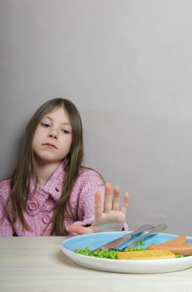 эксперты говорят, что на самом деле, лучше дать ему или ей самостоятельно регулировать количество пищи, которую ребенок будет съедать