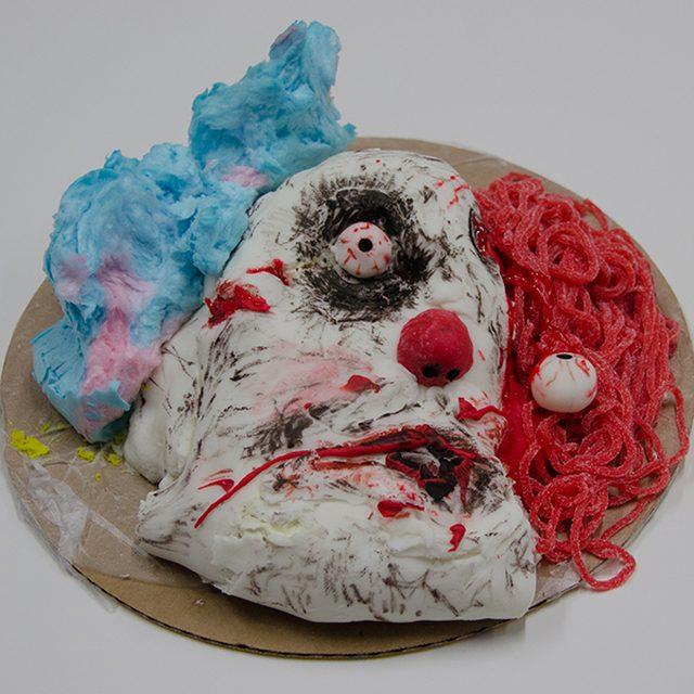 Как накрыть страшно вкусный стол на Хэллоуин: декорируем блюда - мертвый злой клоун